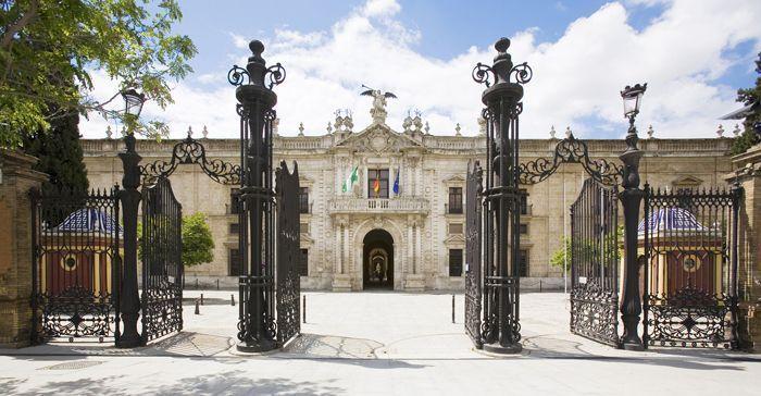 Rectorado puerta principal , ruta por Sevilla - Los viajes de Margalliver